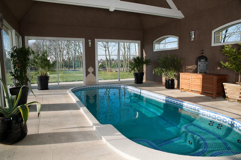 Maison avec piscine interieure fred blanpain for Maison piscine interieure location